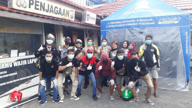 Cegah Covid-19, FOI Chapter Makassar Turun Kejalan Barbagi Hand Sanitizer