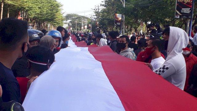 Bentangkan Bendera Sepanjang 201 Meter, Pecinta Automotif Harap Punya Sirkuit di Makassar