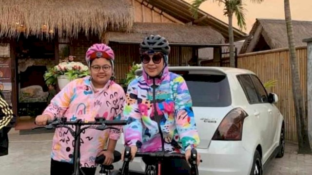 "Bersama Komunitas ""Gowes Syantik"", Fatma Sempatkan Keliling Naik Sepeda"