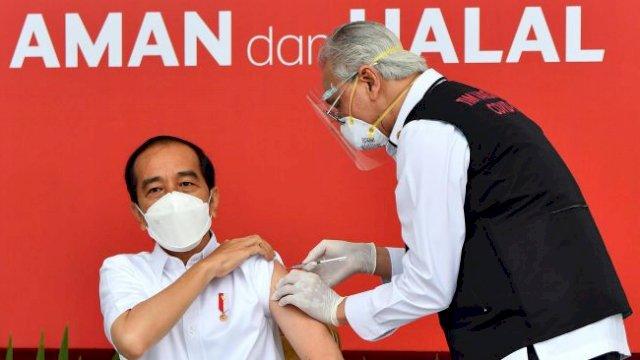Presiden Jokowi divaksin