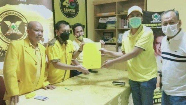 Nurhaldin dan Appi Ambil Formulir Calon Ketua Golkar Makassar