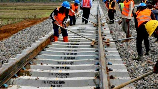 Pembangunan rel kereta api, (Ilustrasi)