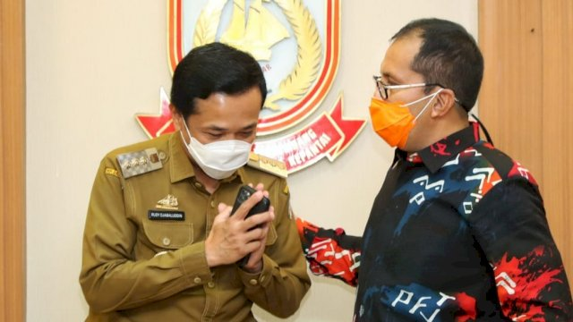 Rudy Djamaluddin bersama Danny Pomanto ketika bertemu di Balai Kota Makassar, Senin (15/2).