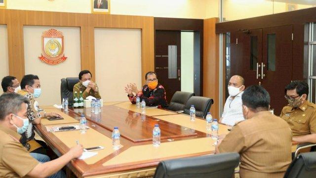 Saat Danny bertemu dengan Rudy di Balai Kota Makassar, pada Senin (15/2). Foto: Istimewa.