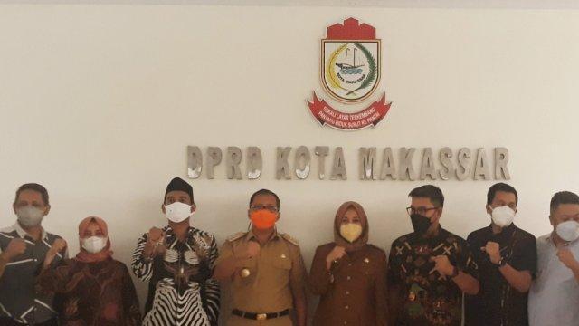 Petinggi DPRD Kota Makassar bersama Walikota dan Wakil Walikota Makassar, Selasa (2/3). | Al/trotoar.id.