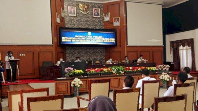 Wakil Bupati Sinjai membuka konsultasi publik tahap I, di ruang pola kantor Bupati Sinjai, Kelurahan Alehanuae, Sinjai, Rabu (31/3/2021) pagi.