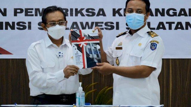 Plt Gubernur Serahkan Laporan Keuangan Pemprov ke BPK RI