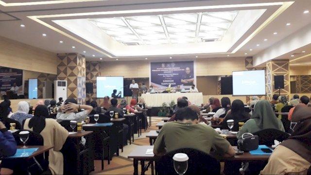 Saat H. Irwan Djafar, SE memberikan sambutan dalam Sosper di Hotel Pesonna, Makasaar, Senin (12/4/2021).