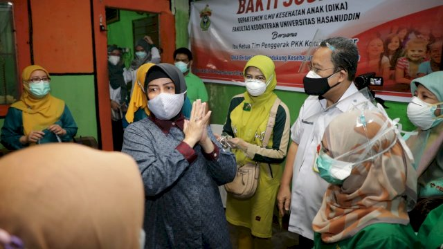 FK Unhas kolaborasi bersama Tim Penggerak PKK Makassar gelar Bakti Sosial di dua kecamatan yakni Kecamatan Tamalate dan Kecamatan Mariso, Kamis (1/04/2021).