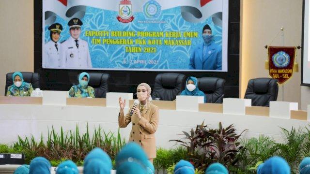 Okky Asokawati Berbagi Pengalaman Bersama Pengurus TP PKK Makassar