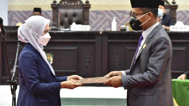 DPRD Luwu Utara Serahkan Rekomendasi LKPJ Bupati 2020