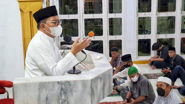 Ceramah Tarwih Diawal Ramadhan, Danny Pomanto Himbau Jamaah Amalkan Isi Alquran