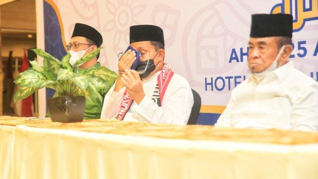 Tangis Wali Kota Makassar Pecah, Sebut Wisudawan Penghafal Qur'an Generasi Terbaik