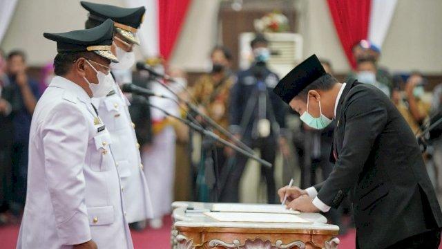 Plt Gubernur Resmi Lantik Bupati dan Wakil Bupati Toraja Utara