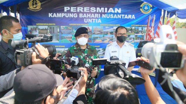 Walikota Makassar Mohammad Ramdhan Danny Pomanto melaunching Program Kampung Bahari Nusantara (KBN) oleh Pangkalan Utama TNI AL VI (Lantamal VI) yang di laksanakan di Kampung Nelayan Untia, Rabu