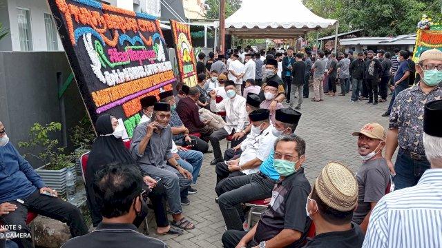 Mantan Kadis Hingga Tomas Pinrang Padati Rumah Duka Abdul Latif