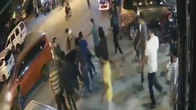 Saat pelaku penyerangan ditangkap oleh warga. (CCTV).