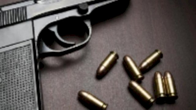 Senjata dan peluru (ilustrasi).