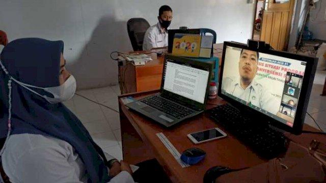 TROTOAR.ID,SINJAI – Dinas Komunikasi, Informatika dan Persandian Kabupaten Sinjai menggelar Bimbingan Teknis (Bimtek) Aplikasi E-Office, Rabu (10/3/2021).