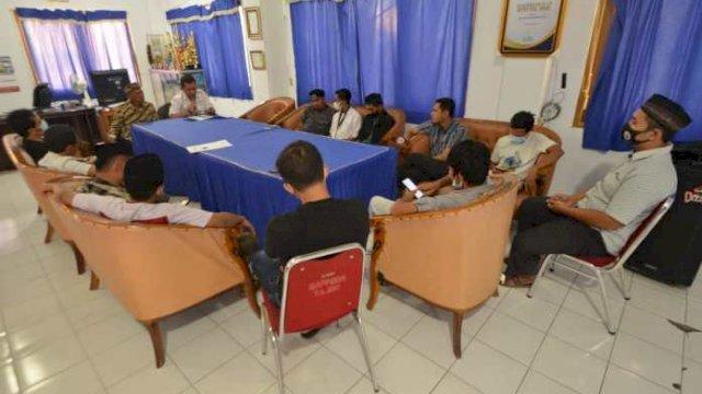 Perkuat Kemitraan, Kadis Kominfo Sinjai Silaturahmi dengan Awak Media