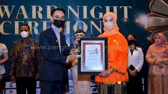 PLT kepala dinas kebudayaa Kota Makassar Ir. Hj. A. Herfida Attas meraih penghargaan spesial dari Majalah Indonesia bekerjasama dengan media strategi penghargaanindonesia.com Dengan Kategori Best Inspiring & Creativity Women Award Winner 2021 pada Jumat 30 April 2021 di Hotel Aston Priority Simatupang Jakarta.
