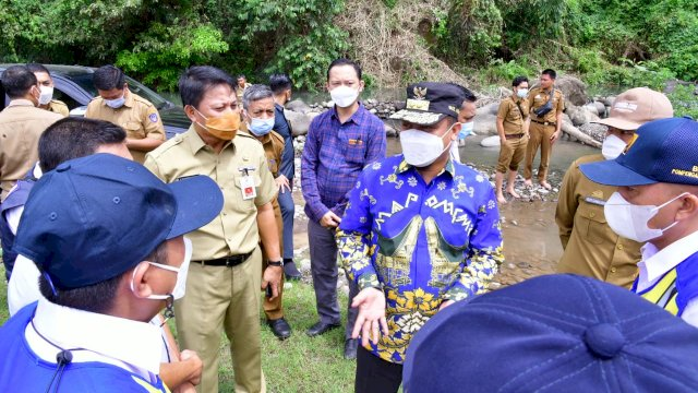 Offroad Seberangi Sungai, Plt Gubernur Tinjau Perencanaan Jalan Tambang di Kawasan Sungai Jeneberang