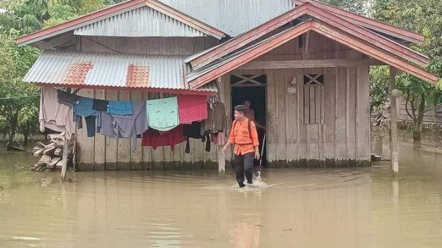 322 Rumah Terendam Banjir di Empat Dusun di Lutra, Plt Gubernur Sulsel Instruksikan BPBD Salurkan Bantuan