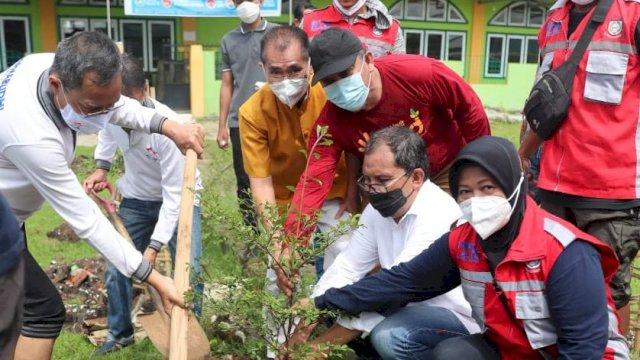 Danny Apresiasi Aksi Permabudhi Cinta Alam Tanam 2.000 Bibit Mangrove