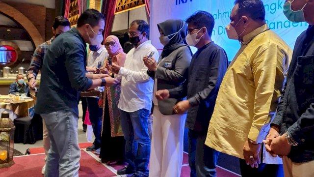 "Wali Kota Makassar, Moh. Ramdhan ""Danny"" Pomanto menghadiri Temu Nasional (Tenas) ke 3 Alumni SMAN 1 Makassar yang dilaksanakan oleh IKA SMANSA Makassar, di Hotel Novotel, Minggu (23/5/21)."