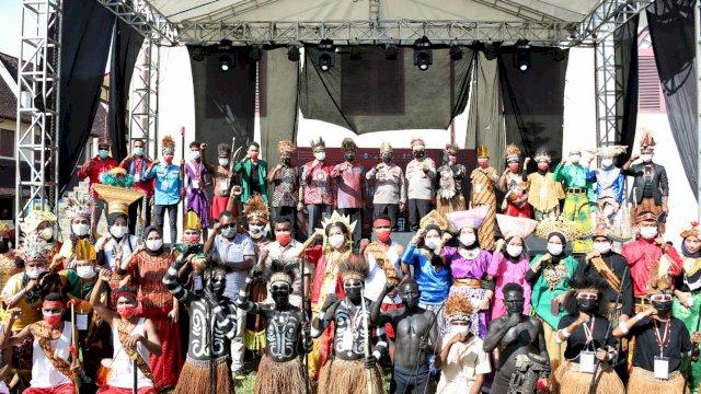 Festival budaya di Makassar.