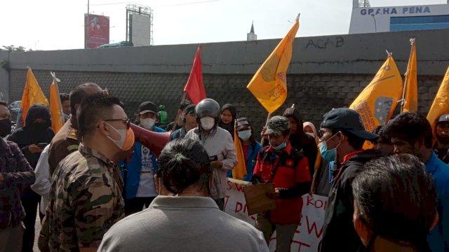 Aksi demonstrasi kelompok pemuda di depan Kejati Sulsel, Sore tadi.