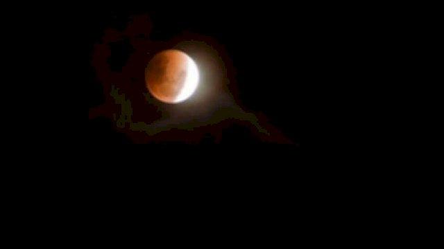 Gerhana Bulan.