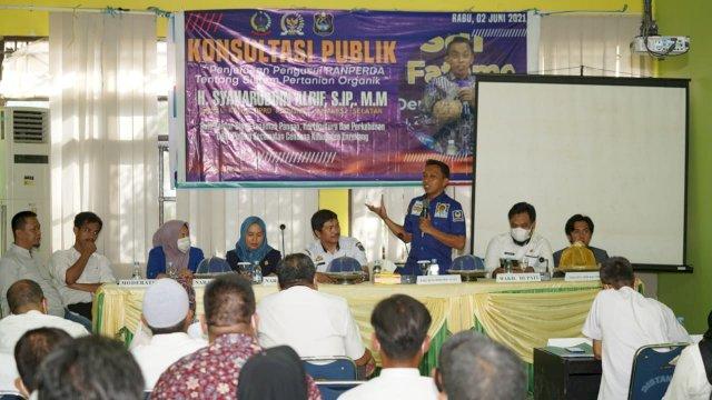 Wakil Ketua DPRD Sulsel Syaharuddin Alrif saat Membawakan Materi