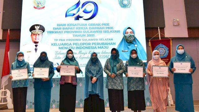 Pelaksana Tugas Ketua Tim Penggerak PKK Sulsel, Naoemi Octarina, menutup pelaksanaan Rapat Kerja Daerah (Rakerda) PKK Sulsel Tahun 2021, yang diselenggarakan di Hotel Four Point by Sheraton Makassar, Kamis malam, 3 Juni 2021.
