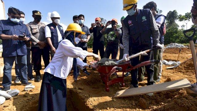 Bupati Luwu Utara Indah Putri Indriani Meletakkan Batu Pertama Pembangunan 72 unit hunian tetap (huntap) untuk korban bencana banjir bandang yang telah kehilangan tempat tinggal kini dimulai pembangunannya.
