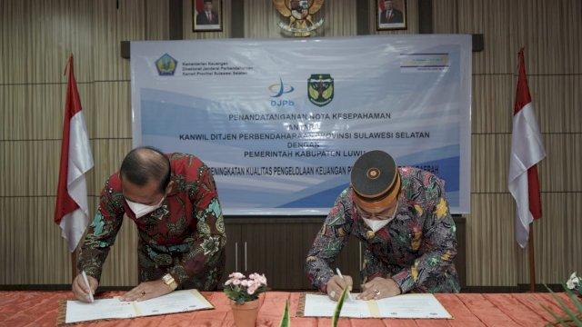 Bupati Luwu Basmin Mattayang melakukan penandatanganan nota kerja sama dengan kantor Wilayah Direktorat Jenderal Perbendaharaan (DJPb) Provinsi Sulawesi Selatan.