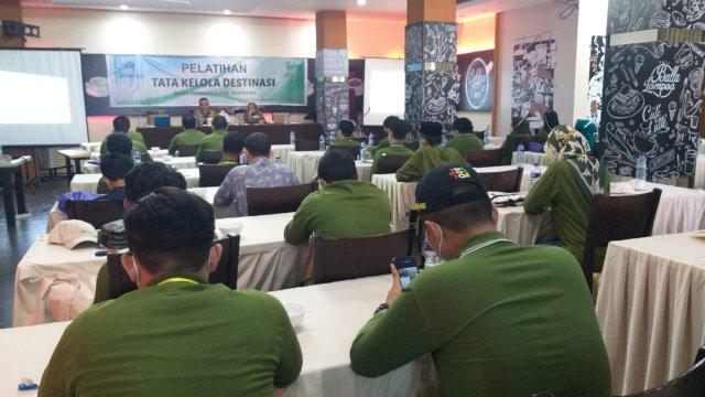 Pelatihan Tata Kelola Destinasi yang digelar Dinas Pariwisata yang berlangsung di Hotel Aerotel, Makasaar, Jumat (11/6).