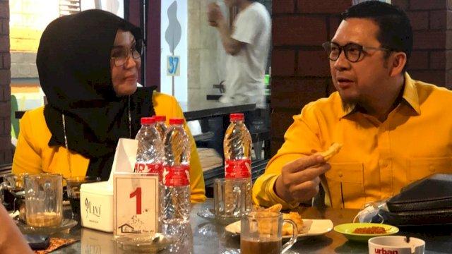 Ahmad Doli Kurnia Tandjung Duduk Bersama Dengan Ketua DPRD Sulsel Andi Ina Kartika Sari Di Salah Satu Cafe di Makassar Beberapa Waktu Lalu