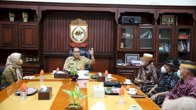 "Forum Silaturahmi Keraton Nusantara (FSKN) menyambangi Wali Kota Makassar Moh Ramdhan ""Danny"" Pomanto di ruang kerjanya di Balaikota Makassar, Senin (21/6/2021)."