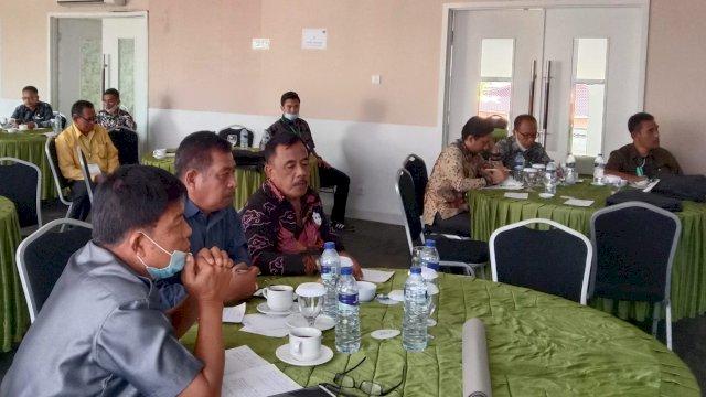 Ketua DPRD Sinjai nampak mengikuti Bimtek, Rabu (2/6).