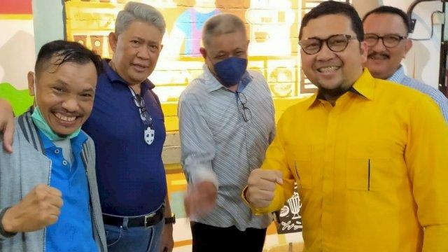 Ahmad Dolly bertemu dengan para alumni HMI, di Rumah Kopi 37, Makassar, Minggu (13/6). Dok: Alam/trotoar.id