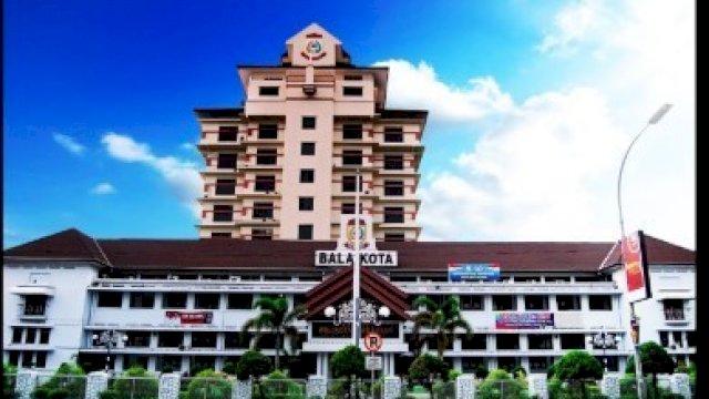 Gedung Balai Kota Makassar.