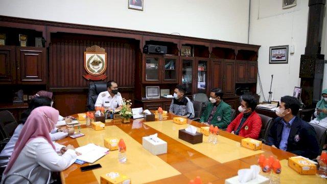 Ikatan Senat Mahasiswa Kedokteran Indonesia (ISMKI) wilayah empat menemui Walikota Makassar Moh.Ramdhan Danny Pomanto di Kantor Balaikota Makassar. Rabu (2/6/2021)