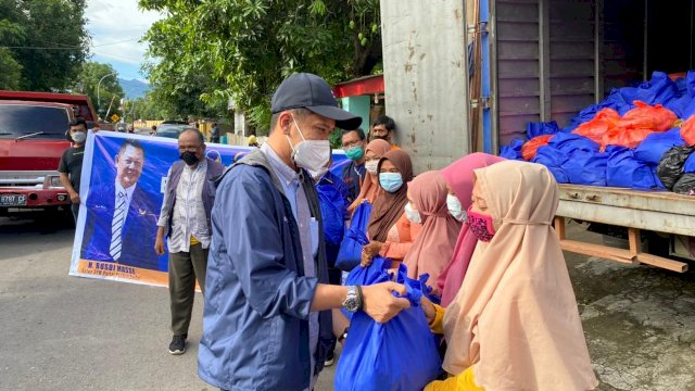 DPW Nasdem Sulsel Menyalurkan Ratusan Paket Sembako Kepada Korban Bencana Alam Banjir, Jeneponto, Sinjai dan Bantaeng
