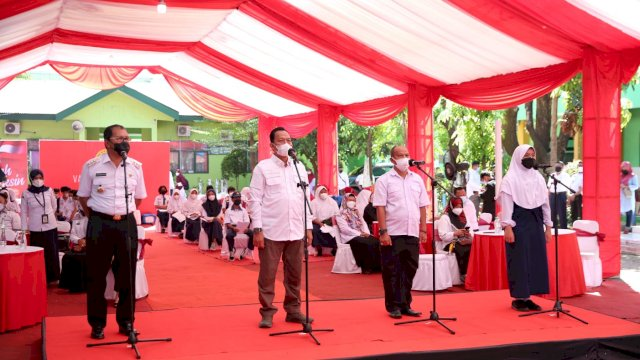 Kabinda Sulsel bersama Wali Kota Makassar hadiri vaksinasi untuk pelajar di Kota Makassar, disaksikan langsung Presiden Jokowi secara virtual.