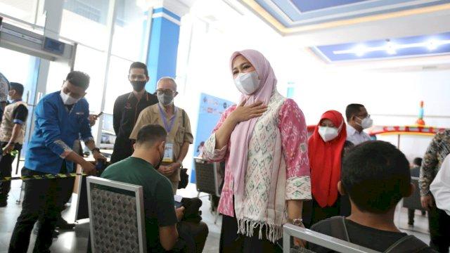 Fatmawati Rusdi memantau vaksinasi yang digelar PHRI.