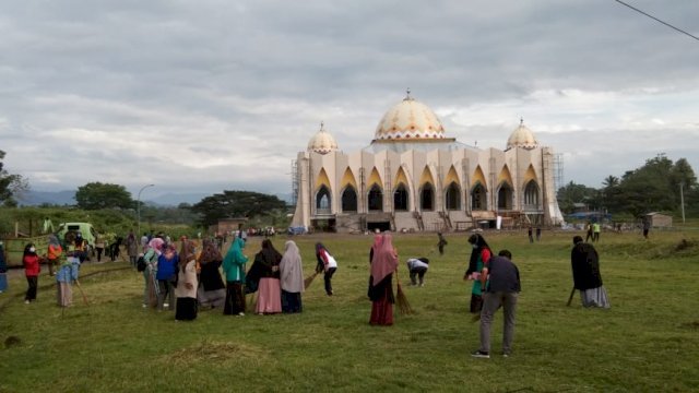 Halaman Masjid Islamic Center Sinjai.