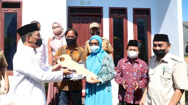 Wali Kota Makassar Mohammad Ramdhan Danny Pomanto Meresmikan Rumah Layak Huni