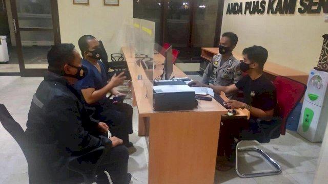 Komisaris Klinik Wirahusada Medical Center (WMC) Makassar, Wachyudi Muchsin, melaporkan dua oknum yang mengaku wartawan media online dilaporkan ke Polda Sulsel terkait dengan dugaan penyebaran berita hoaks berujung pemerasan.