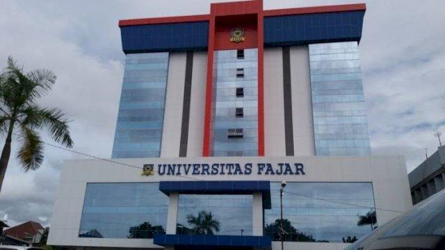 Universitas Fajar (Unifa) Makassar berhasil masuk dalam pemeringkatan Webometrics Rank 2021. Webometrics merupakan organisasi pemeringkatan perguruan tinggi seluruh dunia yang telah dilakukan sejak Juli 2012.